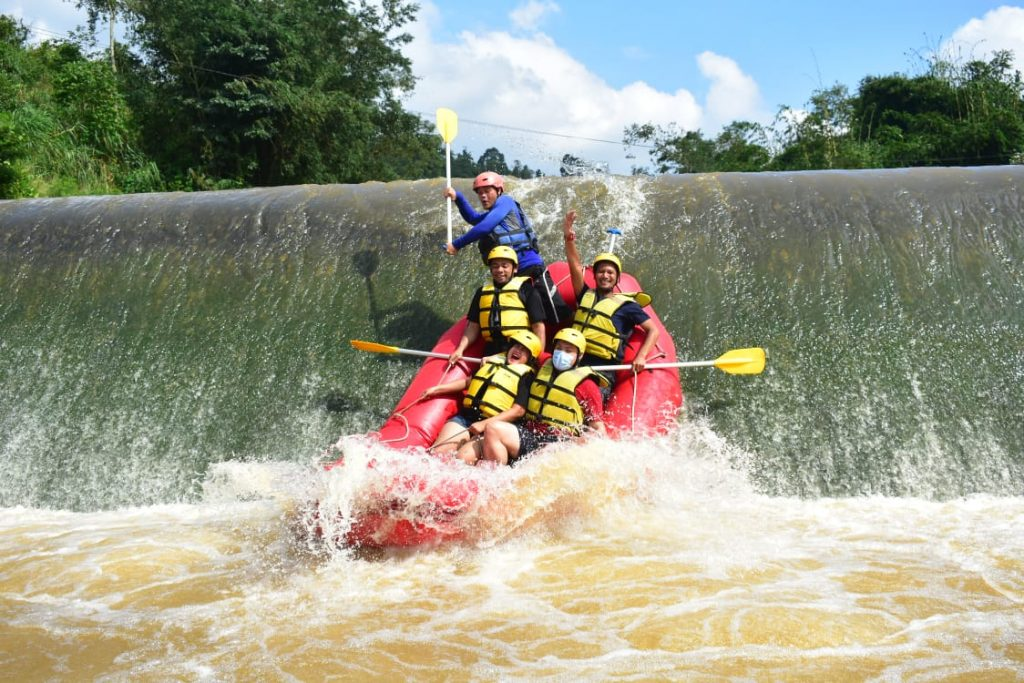 wisata adventure rafting cisadane