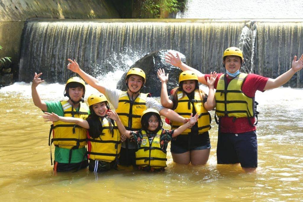 family rafting cisadane