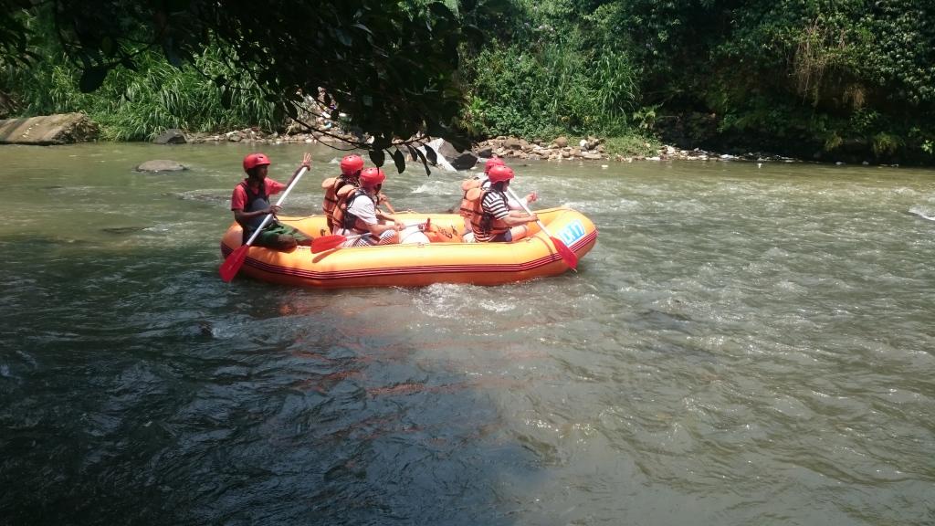 rafting_puncak_bogor_cisadane