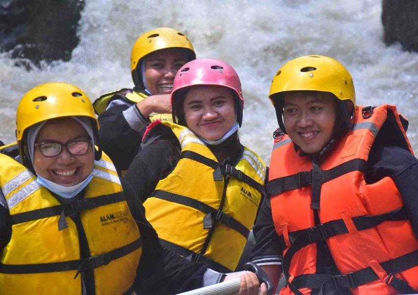 body rafting curug naga